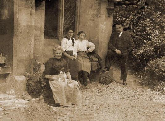 Thomas & Helena Thomson, & Margaret Wallace at Main Lodge