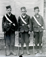 1915 Robert Ritchie on right