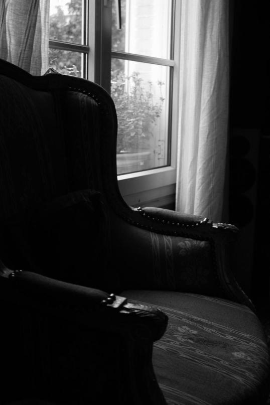 empty_armchair_by_b0itexaxph0t0s_d40vyzh-fullview