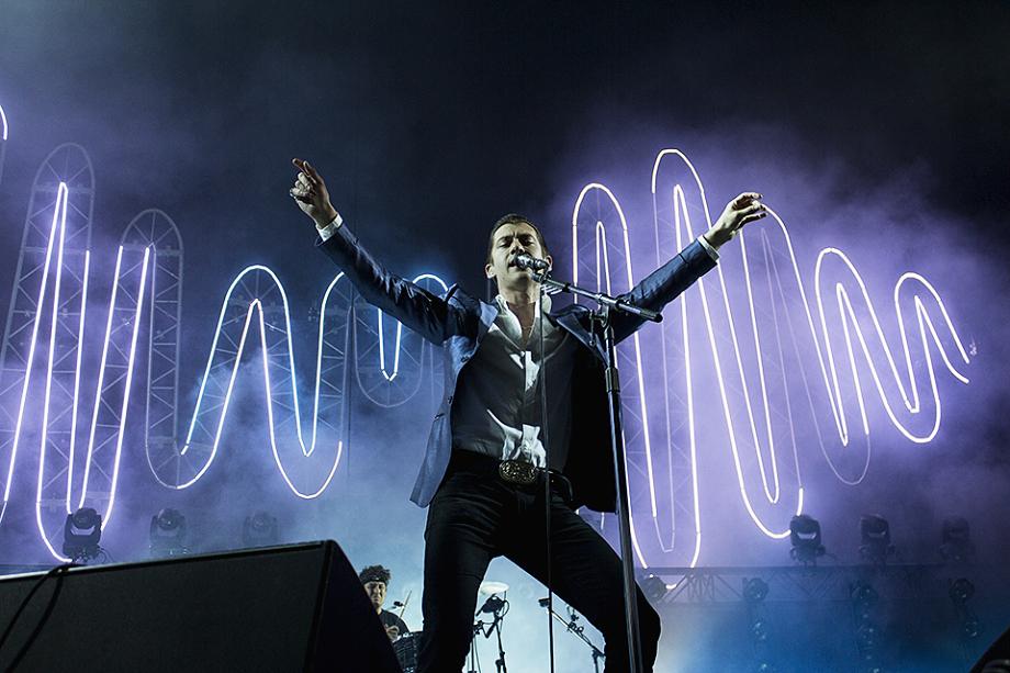 Arctic Monkeys-9