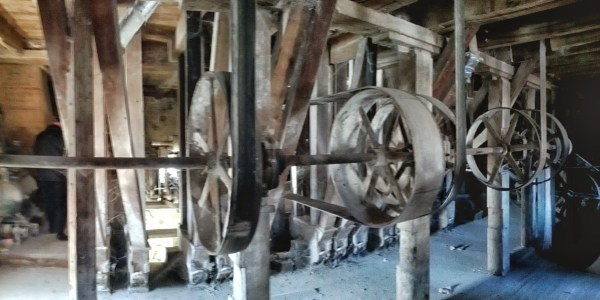Power from the water wheels goes through a bunch of pulleys and belts and things.