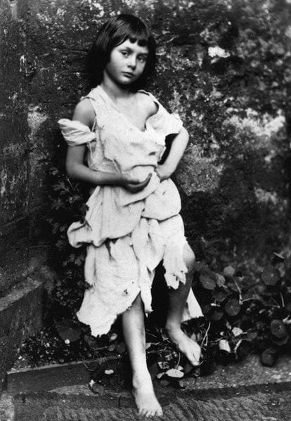 This photo of Liddell dressed up as a beggar-maid from 1858 has been digitally retouched.