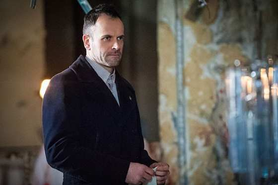Sherlock (Jonny Lee Miller) tries to find a bomber in this weeks Elementary.