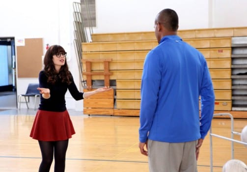 Jess (Zooey Deschanel) gets Coach (Damon Wayans Jr.) a job at her school.