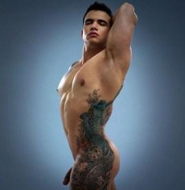 Парни с татуировками