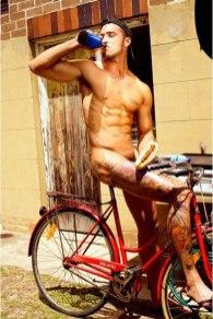 голые велосипедисты