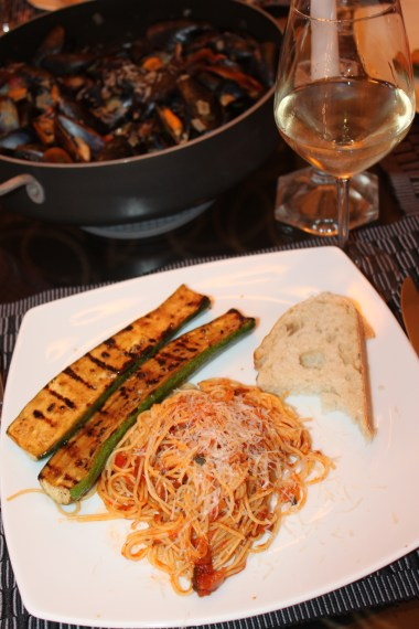 Spaghetti bolognaise with grilled zucchini, rosemary garlic bread, and MUSSELS