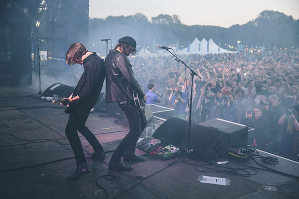 Catfish and the Bottlemen on the Main Stage (Courtesy Festival No 6)