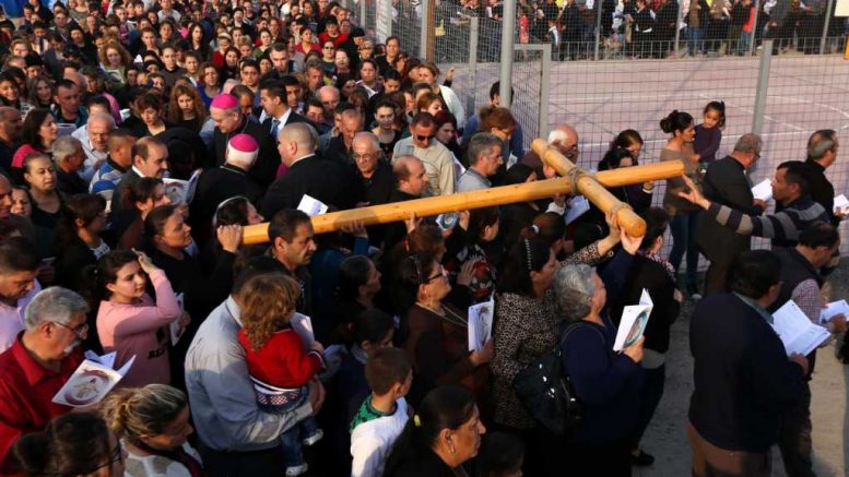 50,000 Christians Displaced By ISIS Are Praying For Peace Together