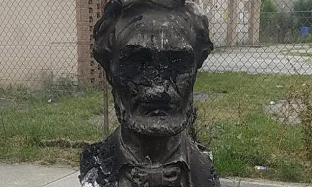 90-Year-Old Bust of Abe Lincoln Destroyed in Chicago Neighborhood