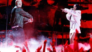 "Eminem & Rihanna Perform ""The Monster"" At MTV Movie Awards"