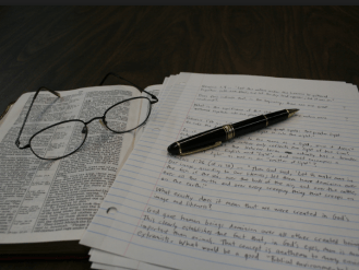 """Creative Commons Bible, Reading Glasses, Notes and Pen"" by Paul O'Rear is licensed under CC BY 2.0"