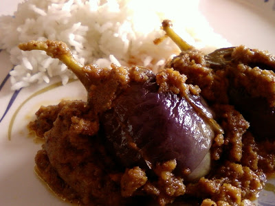 Gutti Vankaya Masala Koora ~ Stuffed Eggplant Curry