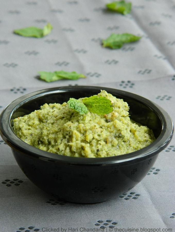 Pudina Mullangi Pachadi | Radish and Mint Chutney for Tiffins
