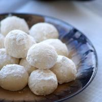 Snowball Cookies Recipe - Melting Moments - Easy Christmas Cookies Recipes