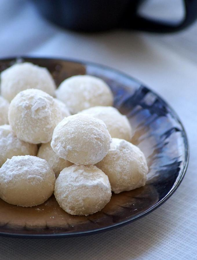 Snowball Cookies Recipe – Melting Moments – Easy Christmas Cookies Recipes