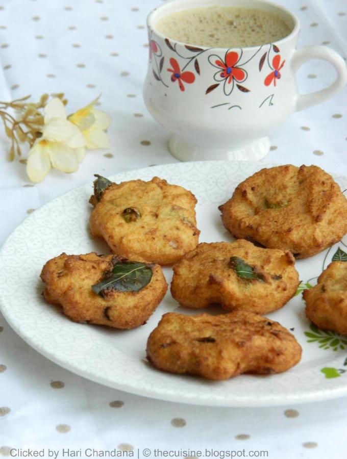 Rava Vada / Vadai ~ Semolina Fritters Recipe