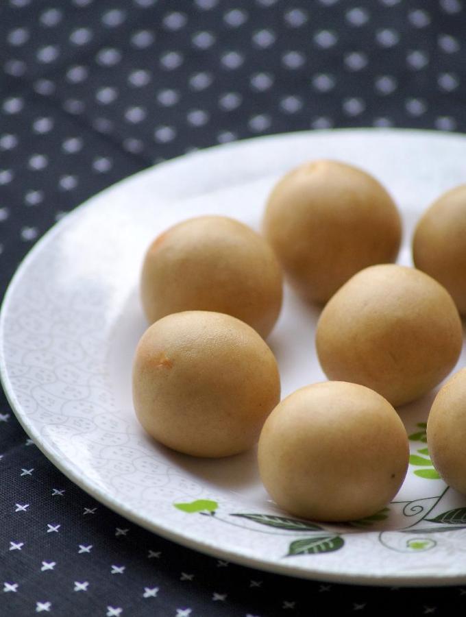 Wheat Flour Laddu Recipe   Aate Ke Pinni   Churmundo Recipe   Easy Diwali Sweets