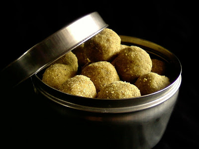 Pesara Sunnundalu ~ Whole Green Gram Laddu