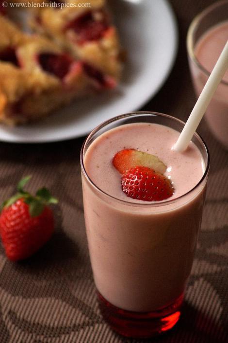 how to make starwberry milkshake, easy milkshake recipes   blendwithspices.com