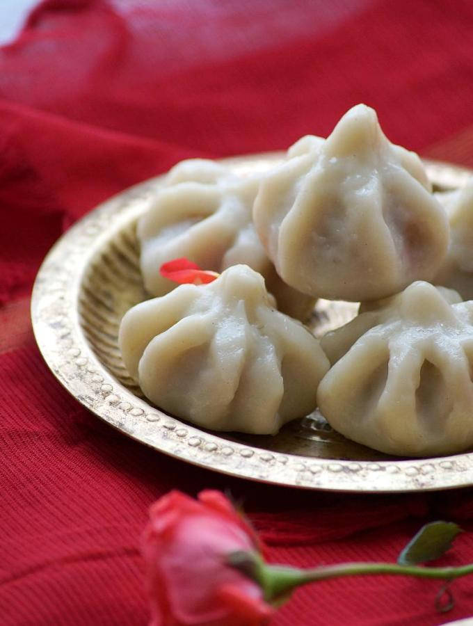 Ukadiche Modak Recipe – Modakam – Vella Kozhukattai – How to make Modak – Vinayaka Chavithi Recipes (Step by Step Recipe)
