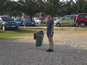 At Nea Makri I trow the trashes © C.Delcour/Bleneraida