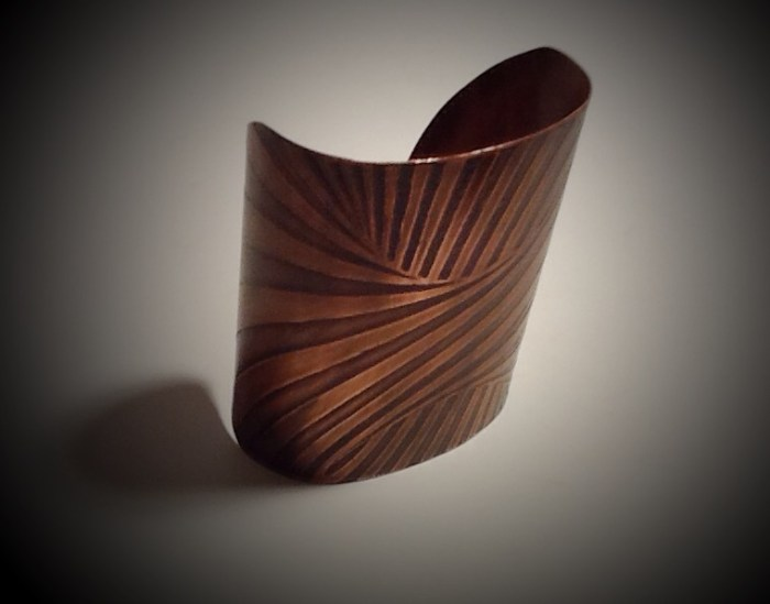 "3 1/4"" Wide Cuff- Large Swirl Med- Large"