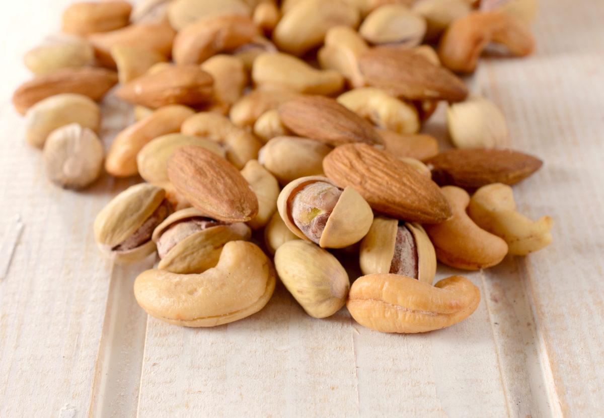 Splashed nuts mix