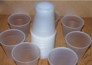 Plastic Cups v/s Glass Cups: A Comparison