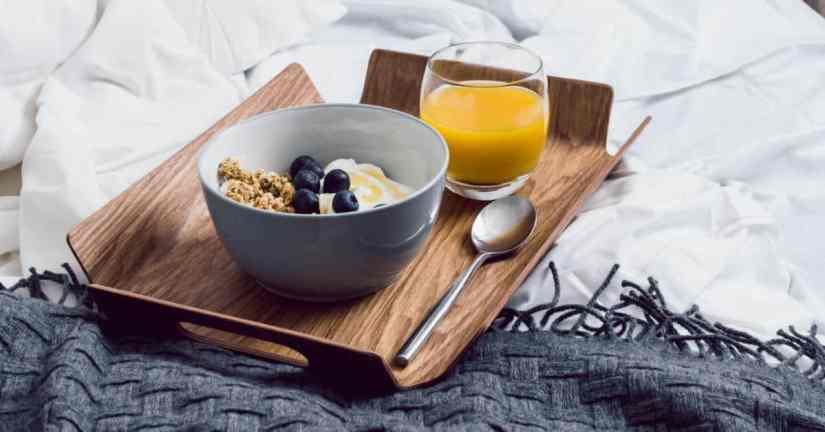 date ideas-breakfast in bed