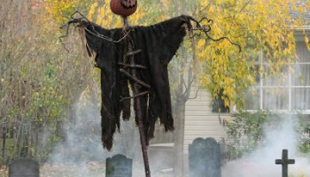 13 spooky halloween yard decor ideas - Halloween Yard Decor