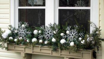 ideas for a winter window box - Christmas Window Box Ideas