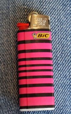 La photo de mon briquet BIC mini (BB), du leader mondial des briquets de poche.