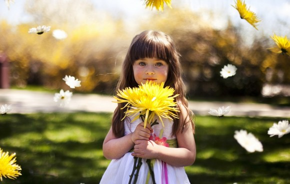cute_little_girl_holding_yellow_flower-1920x1200