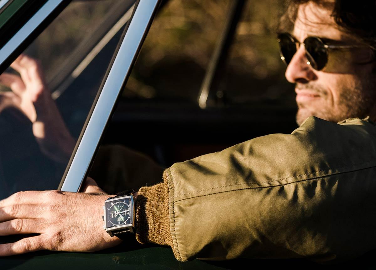 Die TAG Heuer Monaco Green Dial zelebriert die tiefe Verbundenheit zwischen TAG Heuer, dem Uhrendesign, das 1969 von Jack Heuer entwickelt wurde, und den prestigeträchtigen Rennen von Monaco.