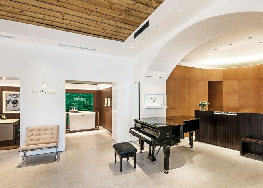 Die neue Rolex Boutique von Schulin in Klagenfurt bietet nicht nur Platz für die begehrte Uhren sondern auch für einen Steinway-Flügel.