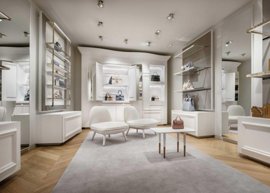 Delvaux Createur, New Bond Street, London: schlüsselfertiger Innenausbau mit Regalwänden, Schränken, Vitrinen, gebogenen Wand- und Deckenverkleidungen