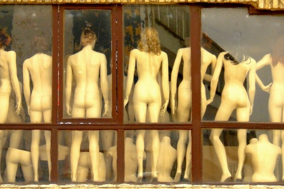 naked_around_blind_people_bfc_featured_01