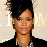 0616-rihanna-blue-eyeshadow_bd1
