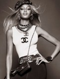 Naomi-Campbell-Vogue-Brazil-May-2013-08