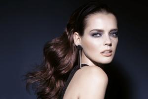 Laura mercier Chrome Extravagance model