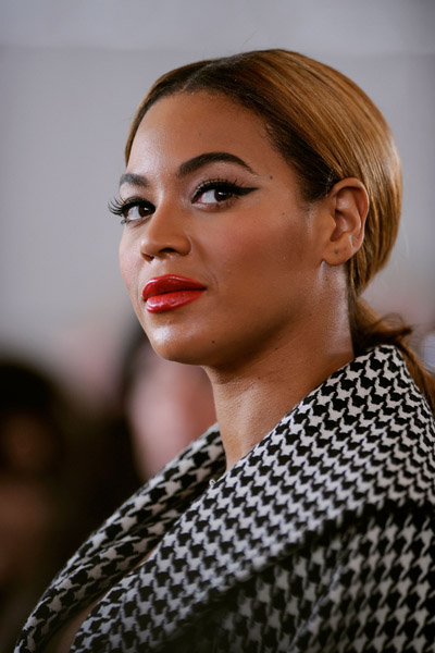 beyonce-red-lips