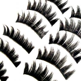 rihana-lashes