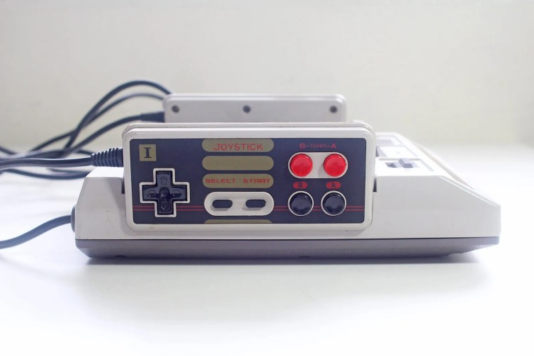 Grand Arrow Electronics GA-6000 Hot Boy famiclone side-view player 1 controller