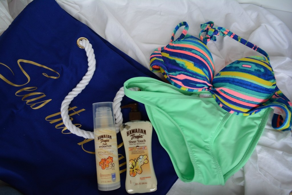 What's in My Lake Bag- During the summer, I love spending most of my time outside and near/ on the water. Since I have spent so many weekends away at the lake, I wanted to share what I pack for a day on the water. This lake bag can also be used for a pool day or for the beach!