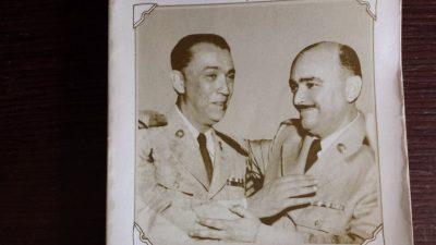 Foto da capa do livro Kasos e Kasos com J. de Hélio Gonçalves. Livro raro pertencente ao acervo do autor do artigo.
