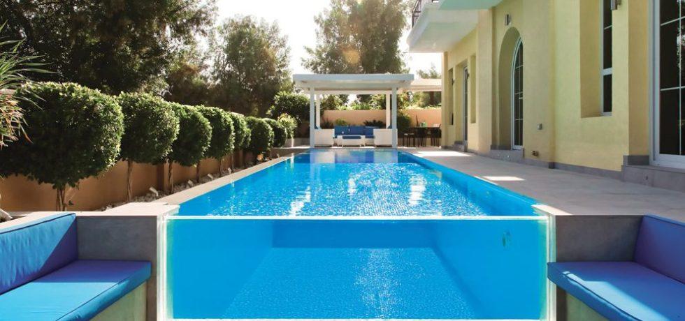 Contemporary Swimming pool in Jumeirah Golf Estates