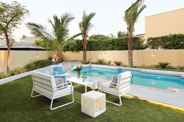 Luxury swimming pool in The Meadows Dubai