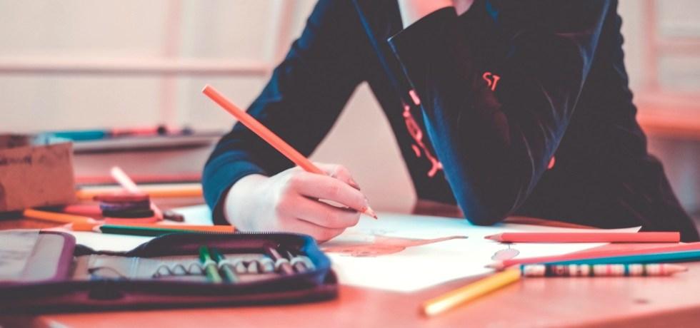 kid drawing classroom