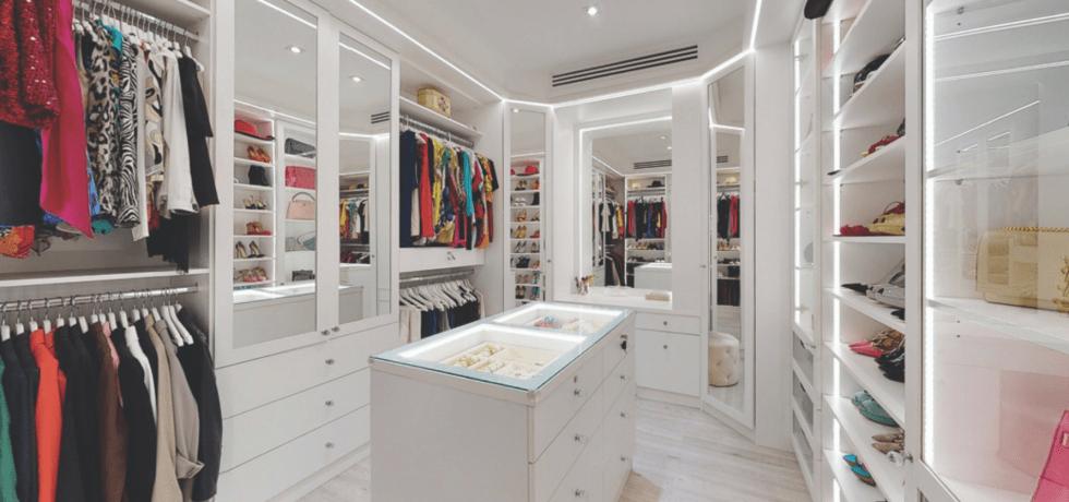 Walk-in wardrobe by Smart Renovations